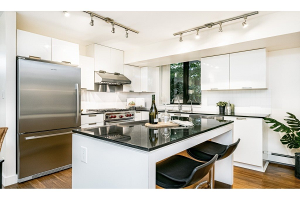 155 W 2ND STREET, North Vancouver