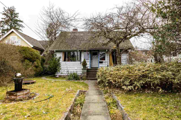422 E 5TH STREET, North Vancouver
