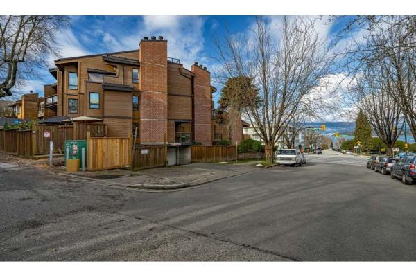 204 2410 CORNWALL AVENUE, Vancouver