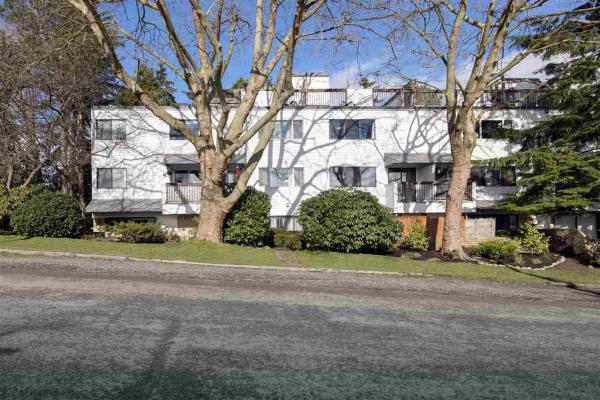 221 2910 E PENDER STREET, Vancouver