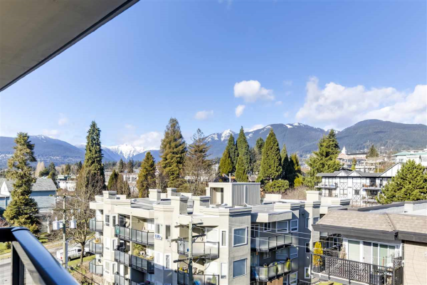702 160 W 3RD STREET, North Vancouver
