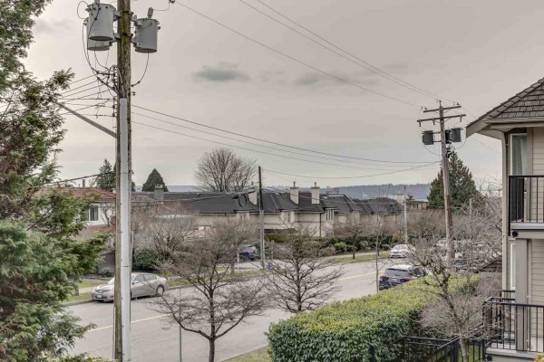 205 1515 CHESTERFIELD AVENUE, North Vancouver