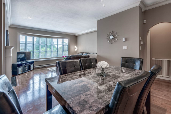 103 222 W 4TH STREET, North Vancouver