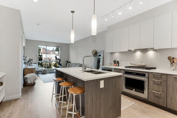 210 615 E 3RD STREET, North Vancouver