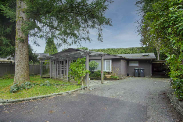 2901 THORNCLIFFE DRIVE, North Vancouver