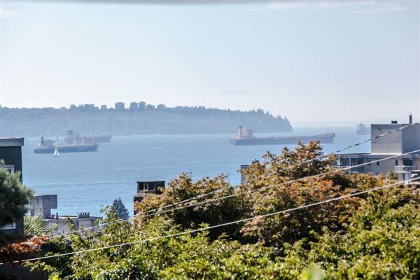 1219 FULTON AVENUE, West Vancouver