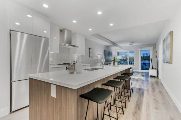 302 1496 CHARLOTTE ROAD, North Vancouver