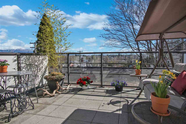 305 997 W 22ND AVENUE, Vancouver