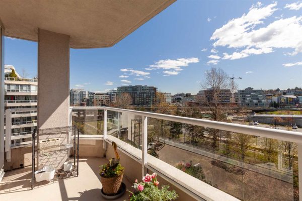 809 522 MOBERLY ROAD, Vancouver
