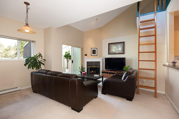 401 3768 HASTINGS STREET, Burnaby