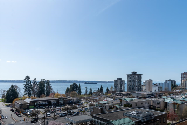 802 588 16TH STREET, West Vancouver