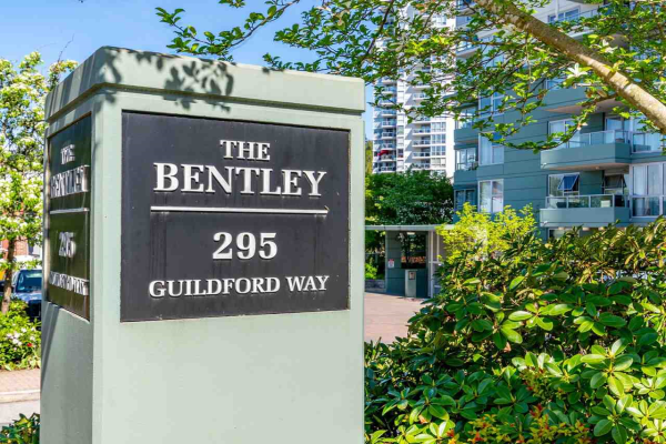 907 295 GUILDFORD WAY, Port Moody