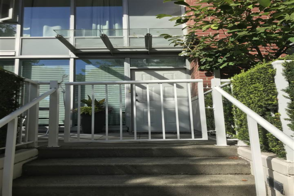 39 KEEFER PLACE, Vancouver