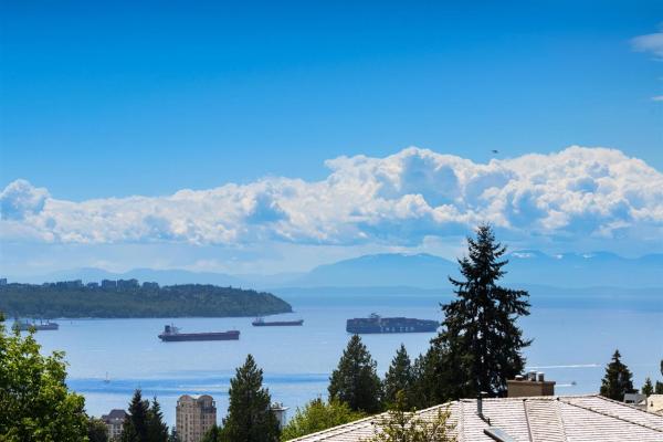 1735 QUEENS AVENUE, West Vancouver