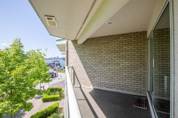 3209 33 CHESTERFIELD PLACE, North Vancouver