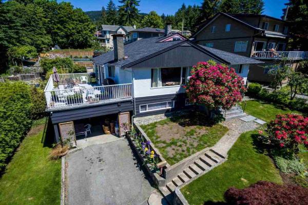 190 E ST. JAMES ROAD, North Vancouver