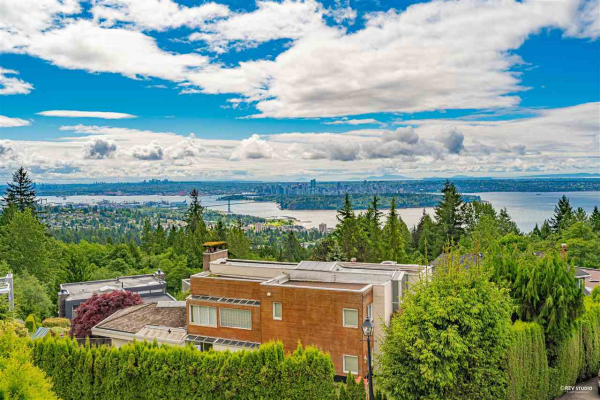 2585 WESTHILL WAY, West Vancouver