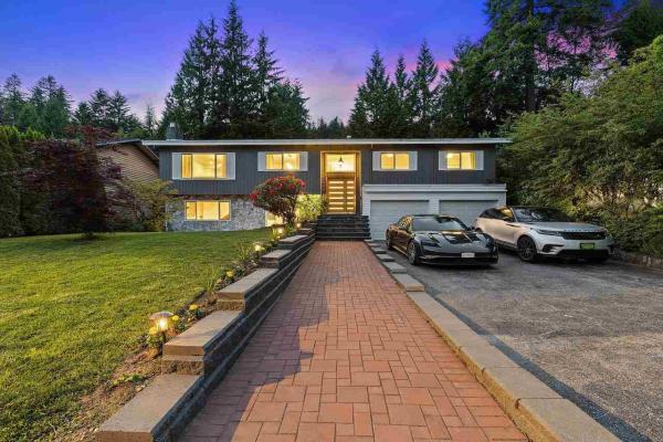 3809 REGENT AVENUE, North Vancouver
