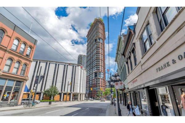1704 128 W CORDOVA STREET, Vancouver