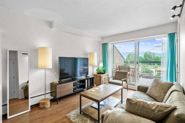 405 756 GREAT NORTHERN WAY, Vancouver