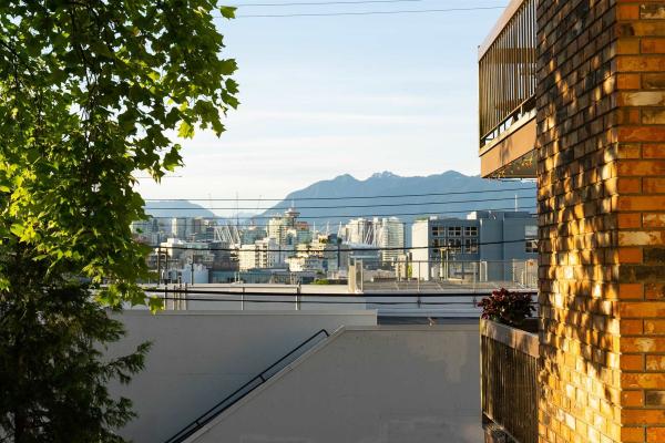 202 345 W 10TH AVENUE, Vancouver