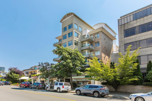403 137 W 17TH STREET, North Vancouver