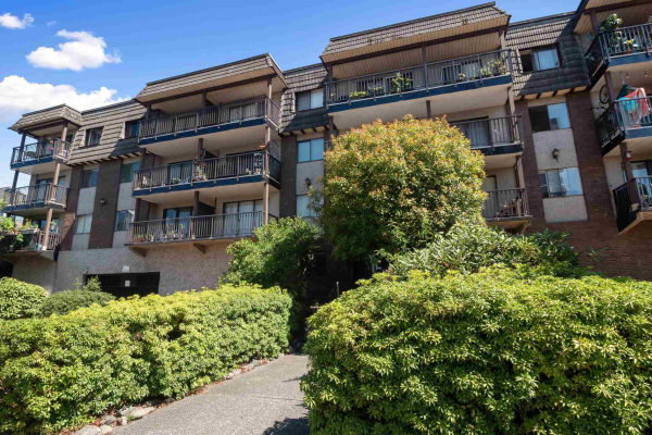 205 170 E 3RD STREET, North Vancouver