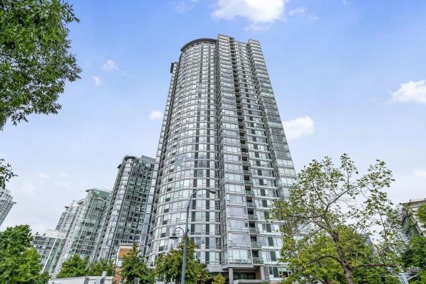 2105 1033 MARINASIDE CRESCENT, Vancouver