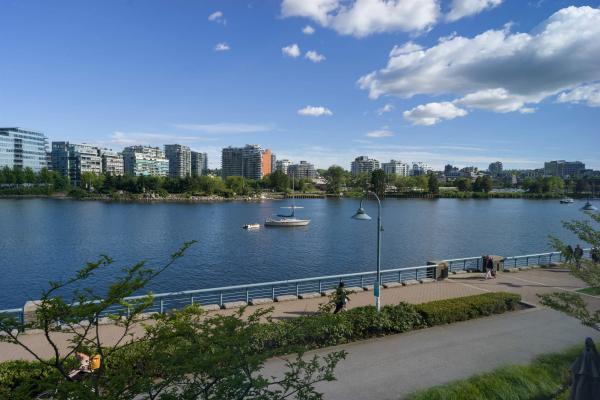 TH103 8 SMITHE MEWS, Vancouver