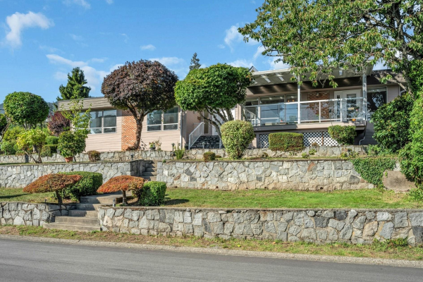 2395 MATHERS AVENUE, West Vancouver