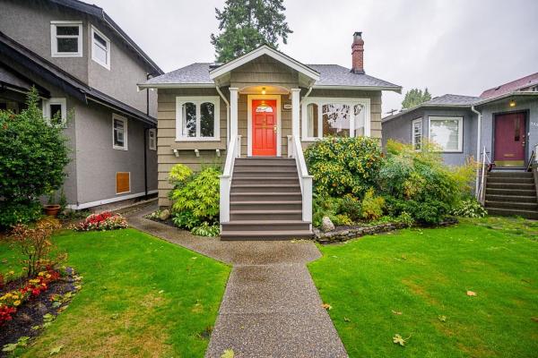 3340 W 15TH AVENUE, Vancouver