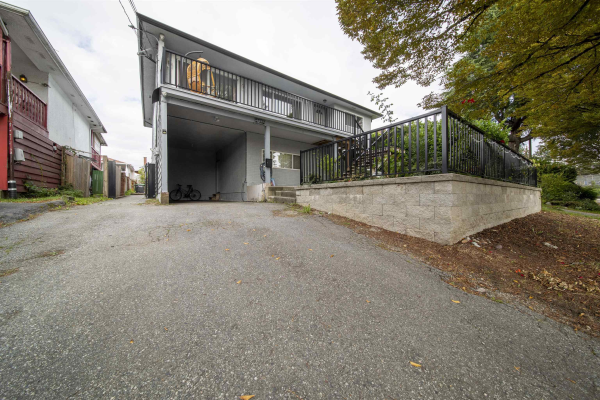 4855 CHATHAM STREET, Vancouver