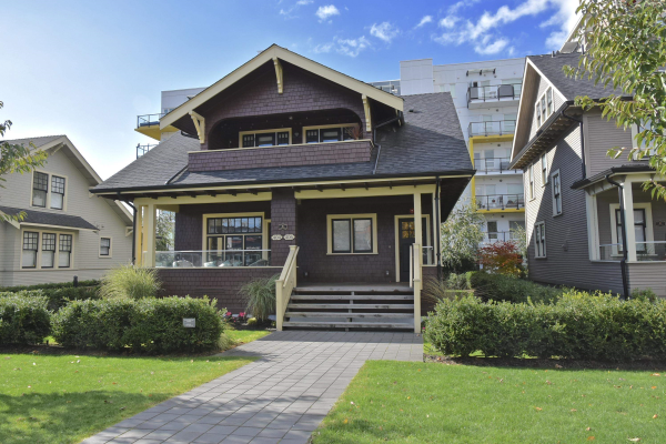 406 EIGHTH STREET, New Westminster
