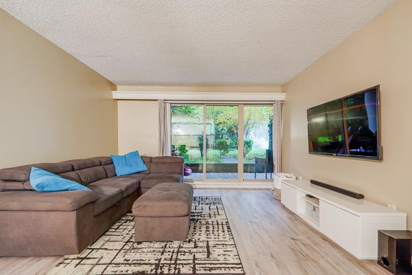 218 9857 MANCHESTER DRIVE, Burnaby