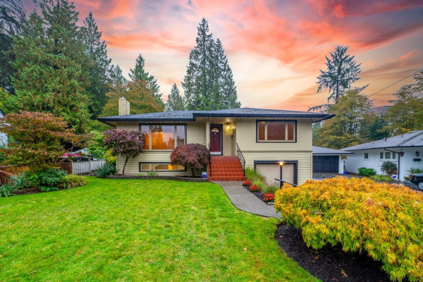 2870 THORNCLIFFE DRIVE, North Vancouver