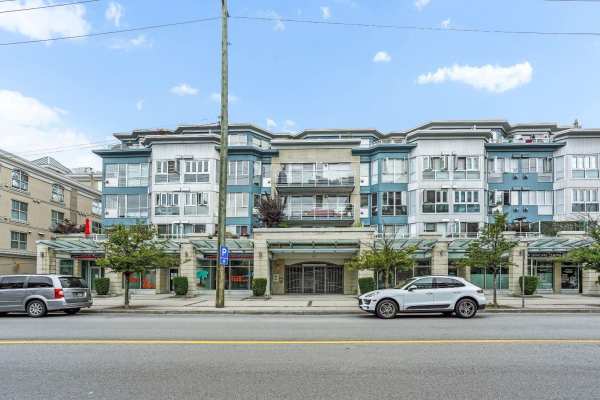 202 122 E 3RD STREET, North Vancouver